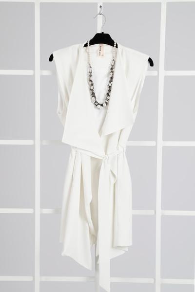 perlas-otoño-mujer-lluna-vestido-blanco